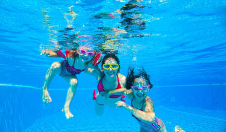 Schwimmen__c__Fotolia__yanlev.jpg